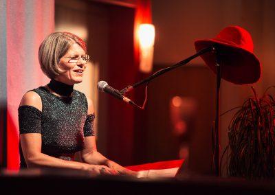 Claudia L. - Musikpoetin - Stimme. Klavier